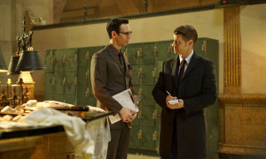 "GOTHAM: L-R: Cory Michael Smith and Ben McKenzie in the ""Wrath of the Villains: Mad Grey Dawn"" episode of GOTHAM airing Monday, March 21 (8:00-9:01 PM ET/PT) on FOX. ©2016 Fox Broadcasting Co. Cr: Nicole Rivelli/FOX"