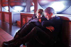 snuggling-for-warmth-dcs-legends-of-tomorrow-s1e7